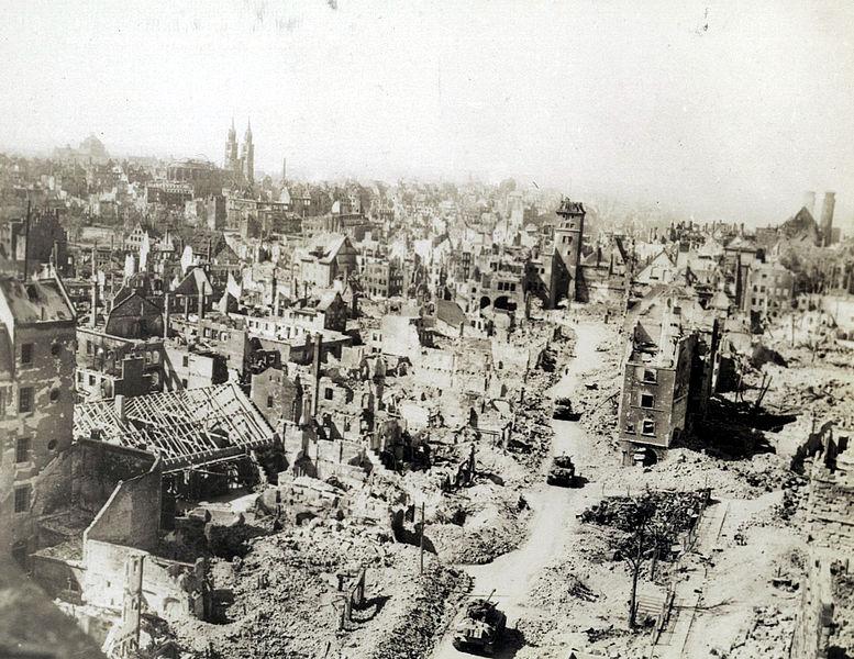 777px-Nürnberg_im_April_1945_14